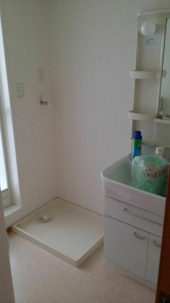 c'est pas un bac à douche mais l'emplacement du lave-linge